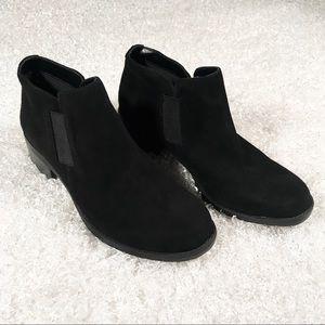 Anne Klein Sz 7 Black Suede Booties like new